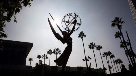 Netflix reina por fin en los Premios Emmy con «The Crown» y «The Queen's Gambit»