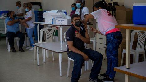 Gobierno instala 39 puntos de vacunación para trabajadores del sector universitario