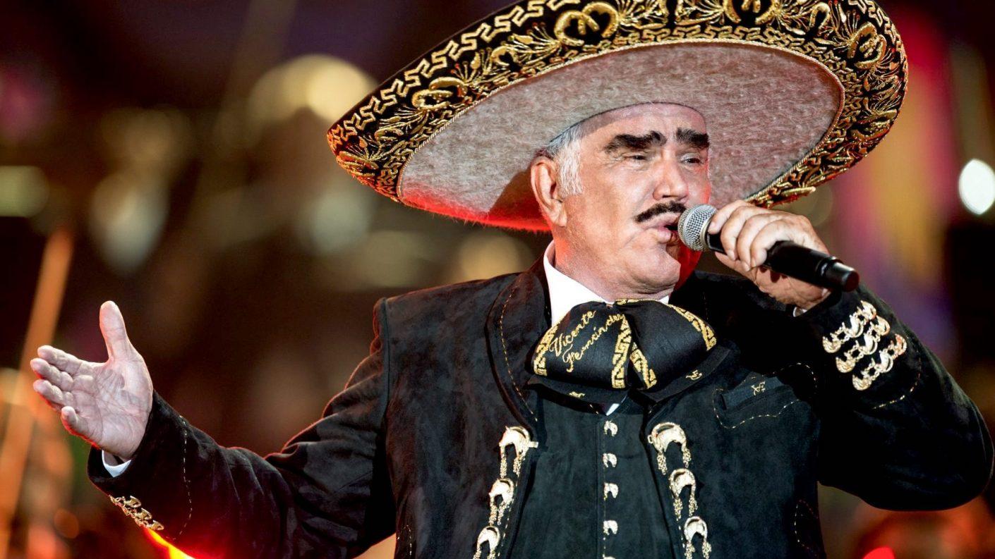 Hijo de Vicente Fernández desmiente muerte cerebral del cantante
