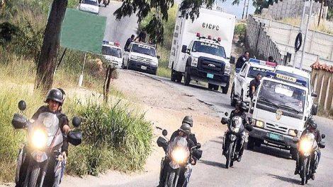 En Vargas: Se electrocutó hurtando una guaya y sus cómplices lo enterraron vivo