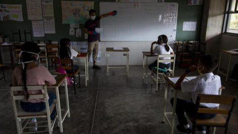 Sin exigencias de uniformes escolares comienzan las clases este 25 de octubre