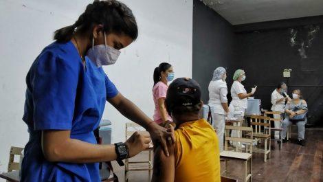 Quieren utilizar liceos, centros comerciales y farmacias como centros de vacunación